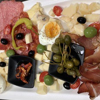 Genussvoll Speisen in der Victoria Weinbar